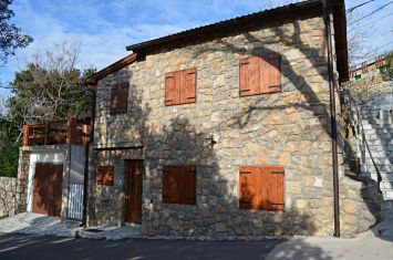 REFURBISHED STONE HOUSE IN QUIET LOCATION!