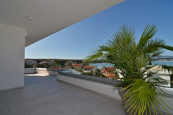 EXCLUSIVE PENTHOUSE WITH PANORAMIC SEA VIEW IN PRESTIGIOUS LOCATION!