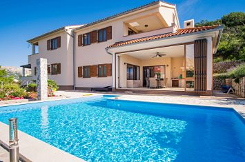 VILLA WITH POOL AND SEA VIEW, IN AN ATTRACTIVE LOCATION!