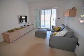 FURNISHED APARTMENT 100 M FROM THE BEACH!