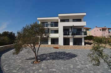 MODERN DUPLEX APARTMENT WITH SEA VIEW IN QUIET LOCATION!