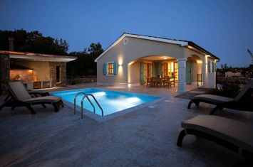 NEW VILLA WITH POOL IN QUIET LOCATION!