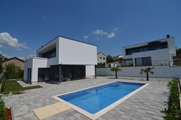 EXCLUSIVE VILLA WITH POOL AND PANORAMIC SEA VIEW!