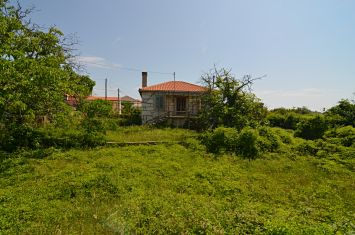 OLD STONE HOUSE WITH LARGE GARDEN, IN QUIET LOCATION!