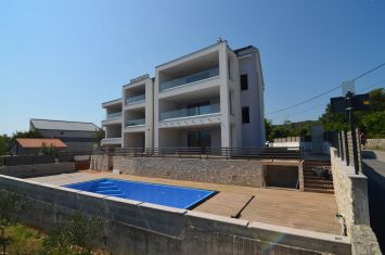 EXCLUSIVE APARTMENT WITH SEA VIEW, 250 M FROM THE BEACH!