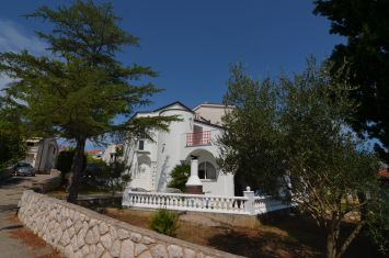 FURNISHED SEMI-DETACHED HOUSE ON ATTRACTIVE LOCATION, 50 M FROM THE BEACH!