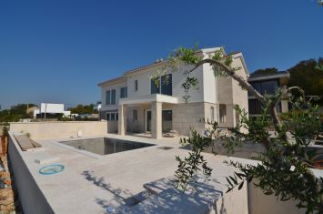 MODERN SEMI-DETACHED HOUSE WITH POOL AND SEA VIEW, IN QUIET LOCATION!