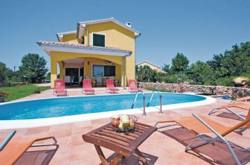 VILLA WITH POOL IN A QUIET LOCATION!