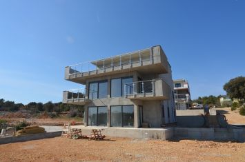 EXCLUSIVE APARTMENT WITH SEA VIEW AND GARDEN, 300 M FROM THE BEACH!