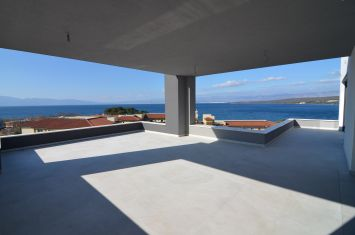 EXCLUSIVE PENTHOUSE WITH PANORAMIC SEA VIEW 100 M FROM THE BEACH!