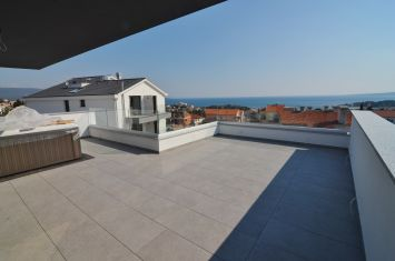 EXCLUSIVE PENTHOUSE WITH PANORAMIC VIEW OF THE SEA AND THE OLD TOWN!