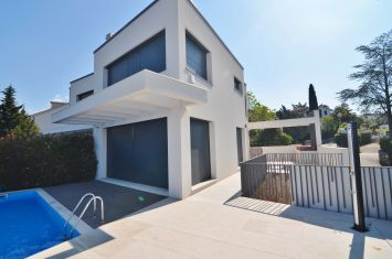 EXCLUSIVE VILLA WITH POOL AND SEA VIEW, 200 M FROM THE BEACH!