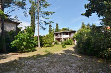 DETACHED HOUSE WITH LARGE GARDEN, 150 M FROM THE BEACH!