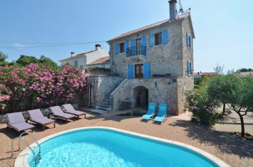EXCLUSIVE STONE VILLA WITH POOL, IN QUIET LOCATION!