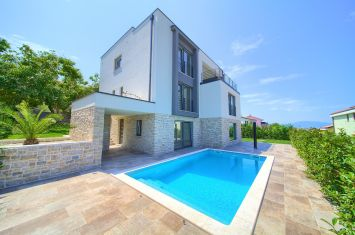 NEW URBAN VILLA WITH POOL AND PANORAMIC SEA VIEW!