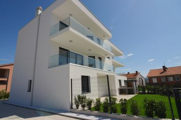 BRAND NEW APARTMENT WITH SEA VIEW AND GARDEN, IN QUIET LOCATION!