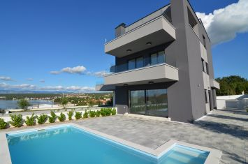 EXCLUSIVE DUPLEX APARTMENT WITH POOL AND SEA VIEW, 100 M FROM THE BEACH!