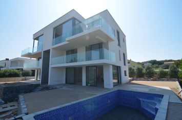 EXCLUSIVE DUPLEX APARTMENT WITH POOL AND SEA VIEW!