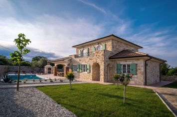 EXCLUSIVE STONE VILLA WITH POOL IN QUIET LOCATION!