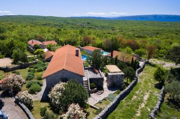BEAUTIFUL ESTATE WITH TWO STONE VILLAS WITH POOLS, WITH SEA VIEW!