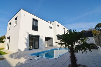 BRAND NEW MODERN VILLA WITH POOL, ROOF TERRACE AND PANORAMIC SEA VIEW!
