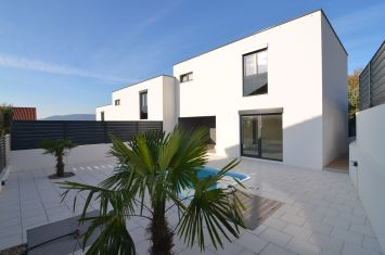 BRAND NEW MODERN VILLA WITH POOL, ROOF TERRACE AND SEA VIEW!