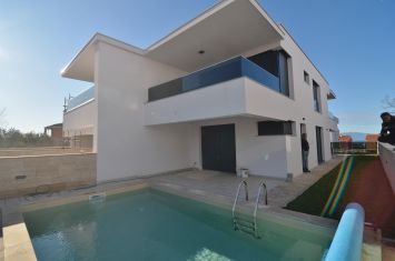 NEW MODERN HOUSE WITH POOL AND SEA VIEW!