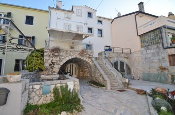 RENOVATED MEDITERRANEAN STONE HOUSE WITH GARDEN AND SEA VIEW, 30 M FROM THE SEA!