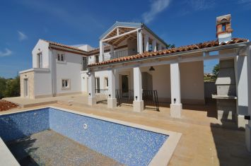 EXCLUSIVE MEDITERRANEAN VILLA WITH POOL IN QUIET LOCATION!