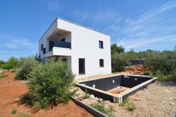 BRAND NEW VILLA WITH POOL AND SEA VIEW, IN QUIET LOCATION!