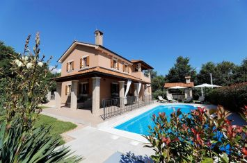 FURNISHED VILLA WITH POOL, IN QUIET LOCATION!