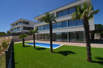 EXCLUSIVE APARTMENT WITH SEA VIEW, 400 M FROM THE BEACH!