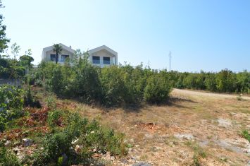 BUILDING LAND WITH SEA VIEW, IN QUIET LOCATION!