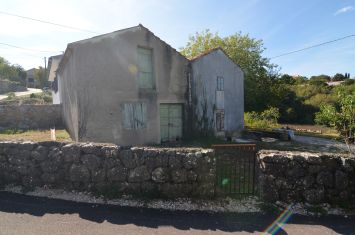 OLD STONE HOUSE WITH A SPACIOUS GARDEN, IN QUIET LOCATION!