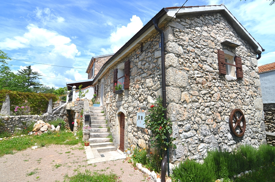 Stare kamene kuće - Dobrinj - KAMENA KUĆA NA MIRNOJ LOKACIJI!