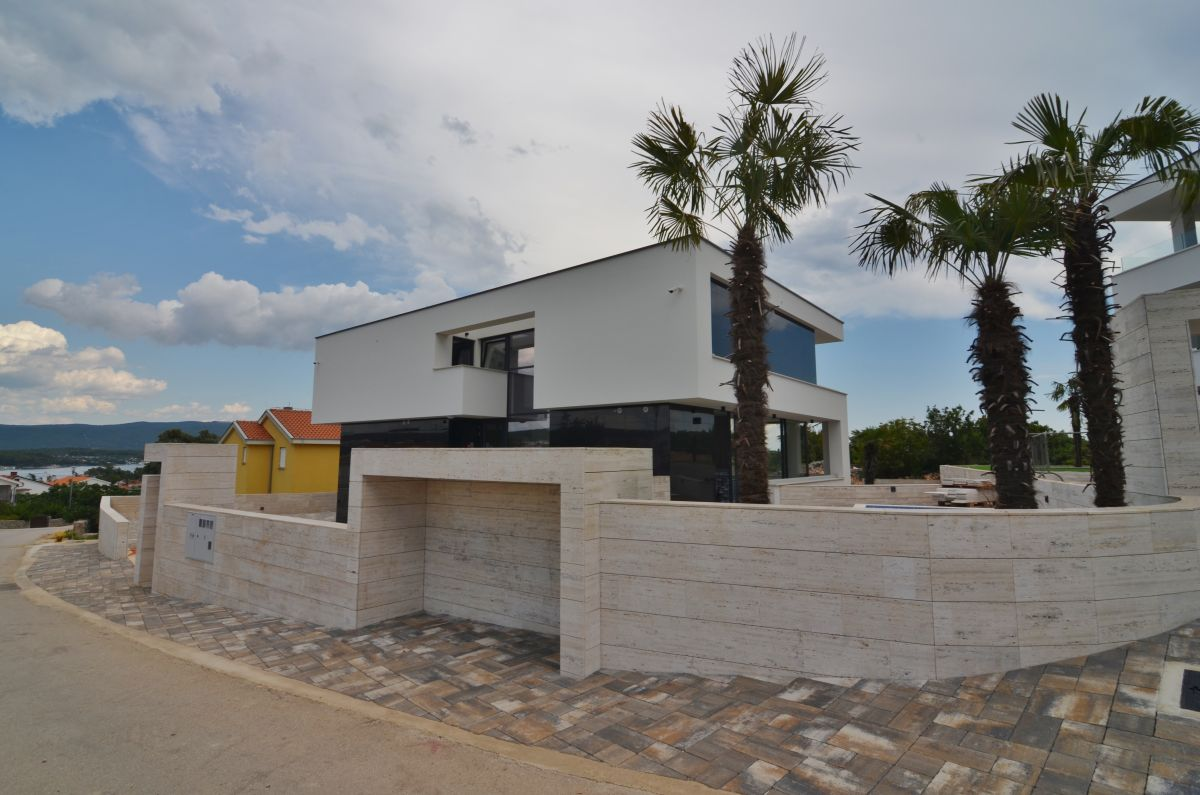Apartments - City of Krk - EXCLUSIVE APARTMENT WITH POOL, 400 M FROM THE BEACH!