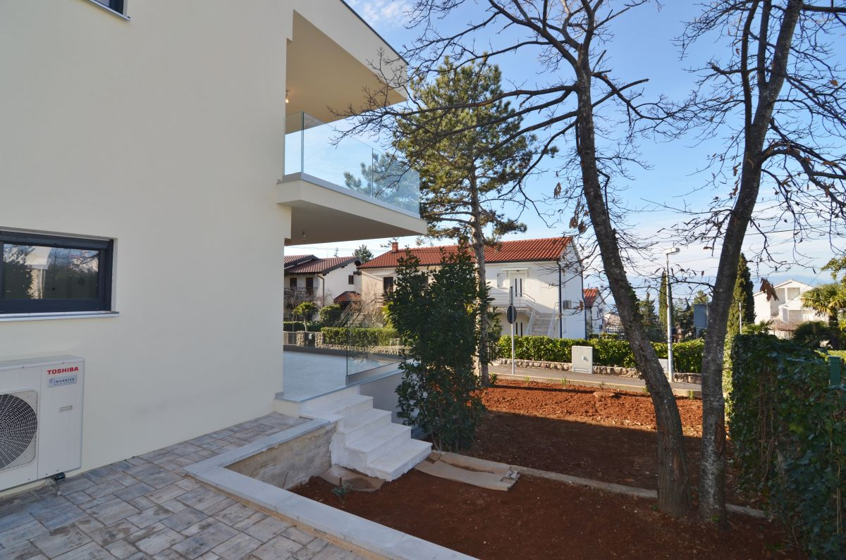 Apartments - Njivice - EXCLUSIVE APARTMENT WITH SEA VIEW AND GARDEN, 300 M FROM THE BEACH!