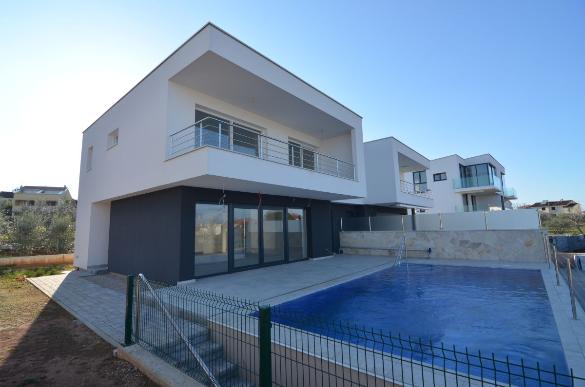 Houses - Malinska - EXCLUSIVE URBAN VILLA WITH SEA VIEW AND POOL, 100 M FROM THE BEACH!