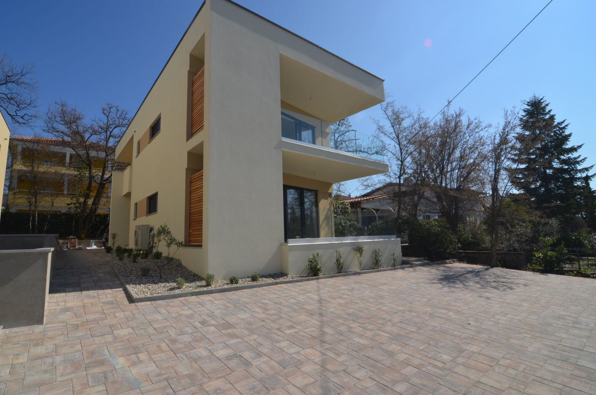 Appartements - Njivice - EXCLUSIVE APARTMENT WITH SEA VIEW AND GARDEN, 300 M FROM THE BEACH!