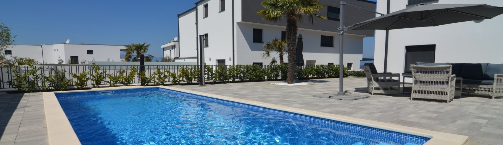 EXCLUSIVE APARTMENT WITH POOL, GARDEN AND SEA VIEW, IN ATTRACTIVE LOCATION!