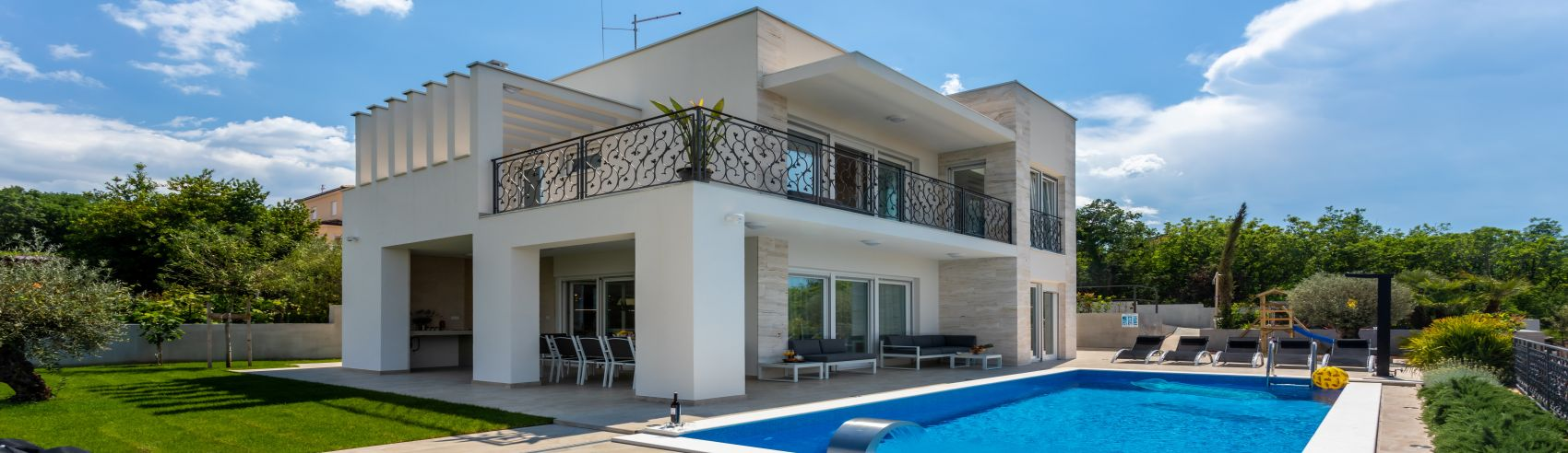 EXCLUSIVE VILLA WITH POOL AND PANORAMIC SEA VIEW, 200 M FROM THE BEACH!